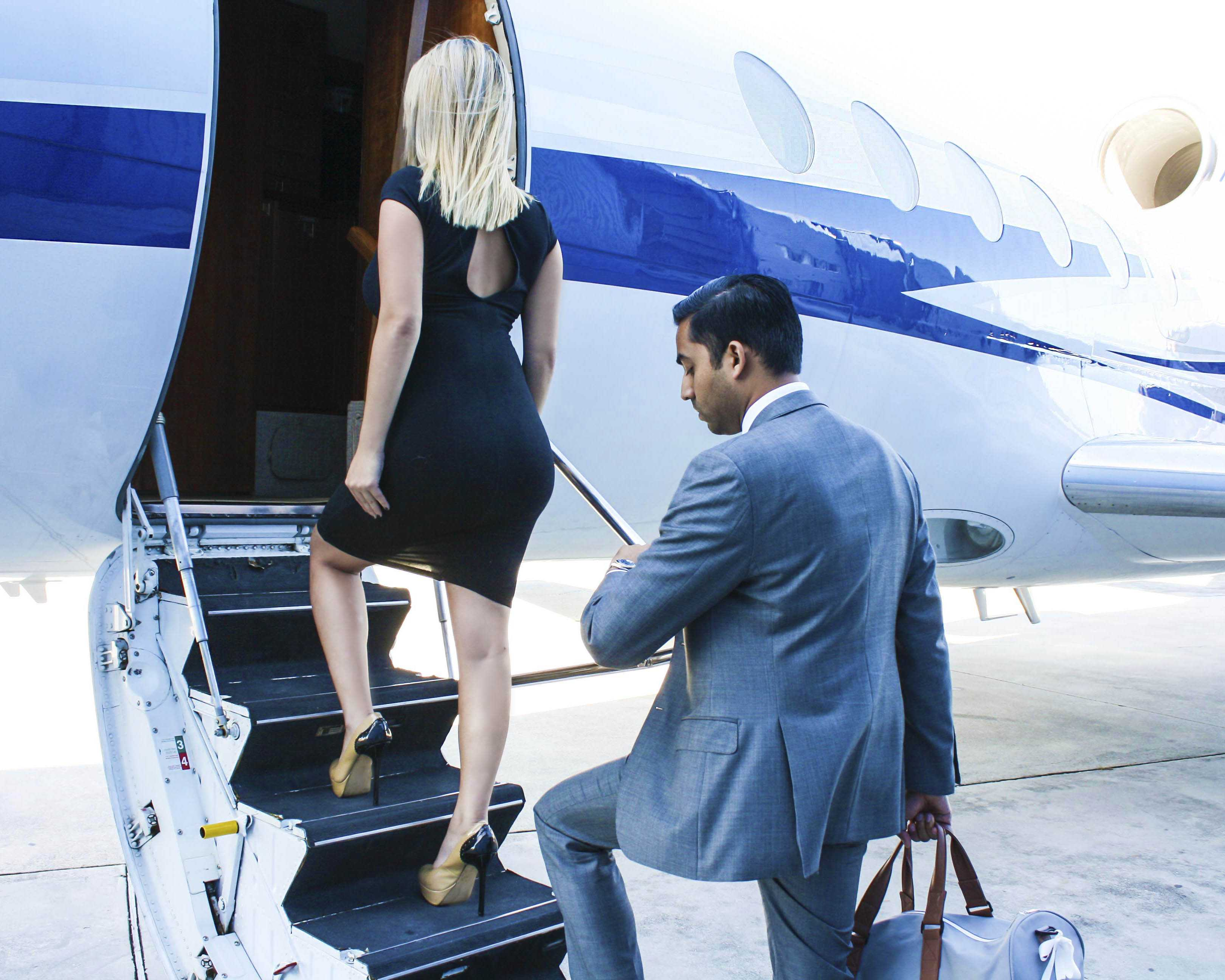 couple walking into the private jet